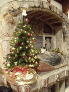 Christmas tree on Fawnt tomb